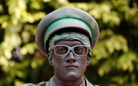 Living statues take over Belgian town